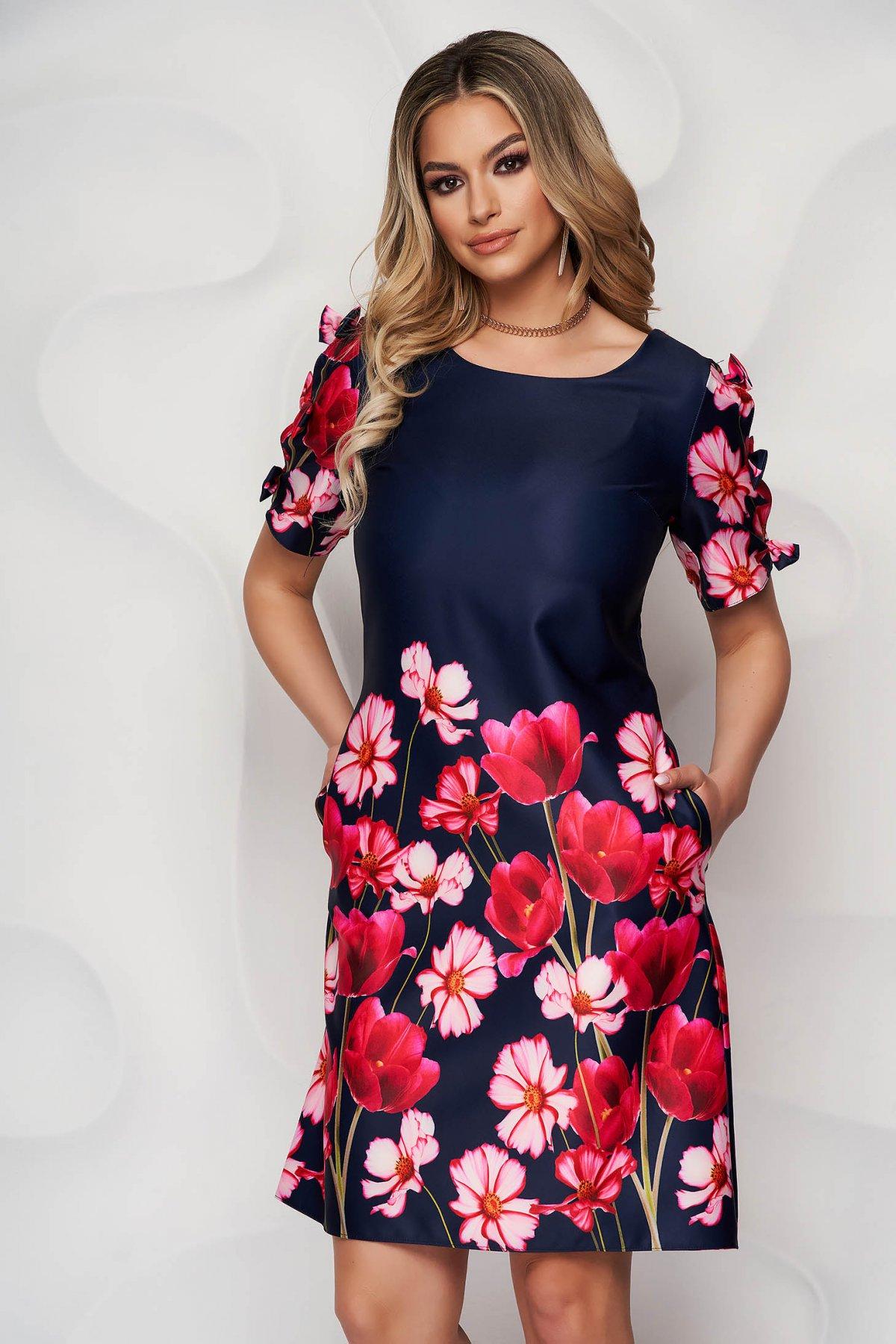 Rochie albastru-inchis cu imprimeu floral din material satinat cu croi in a accesorizata cu fundite - medelin.ro