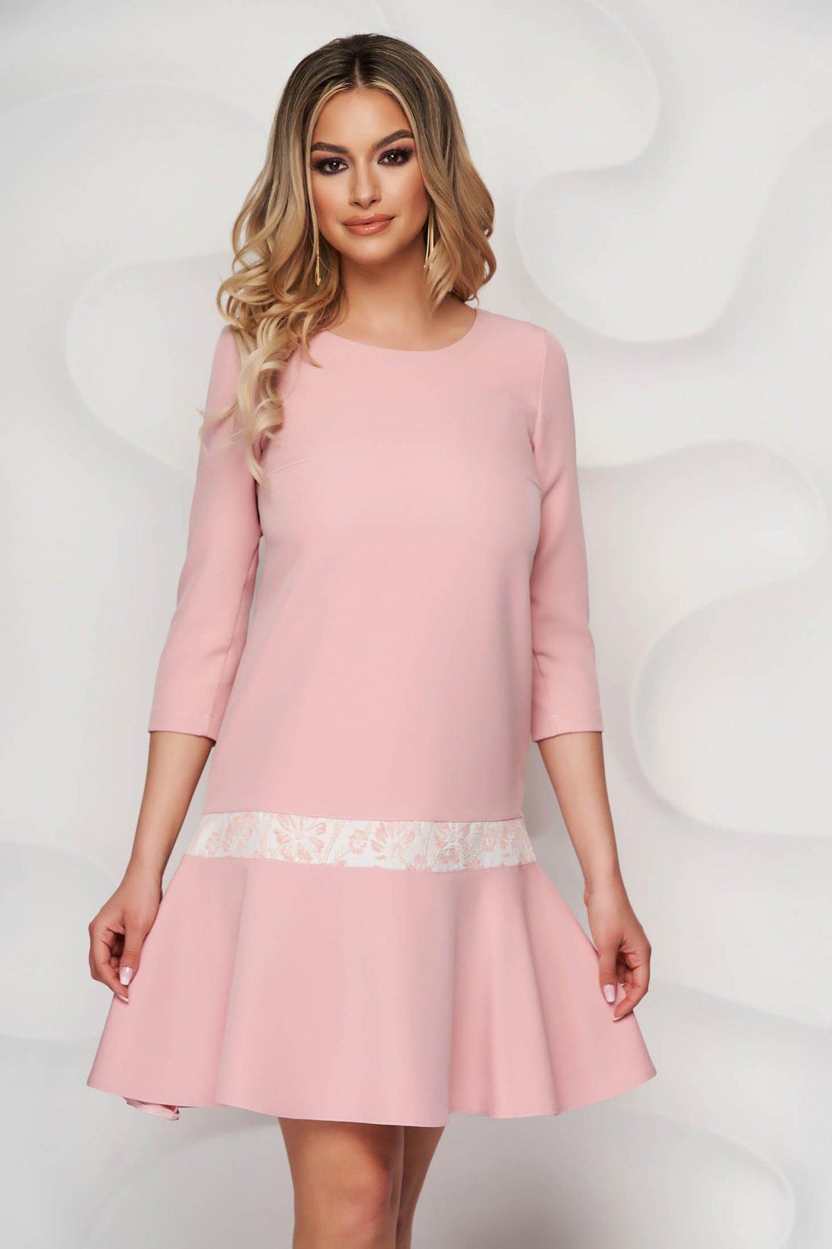 Rochie StarShinerS roz prafuit eleganta scurta cu croi larg si insertie de jaquard - medelin.ro