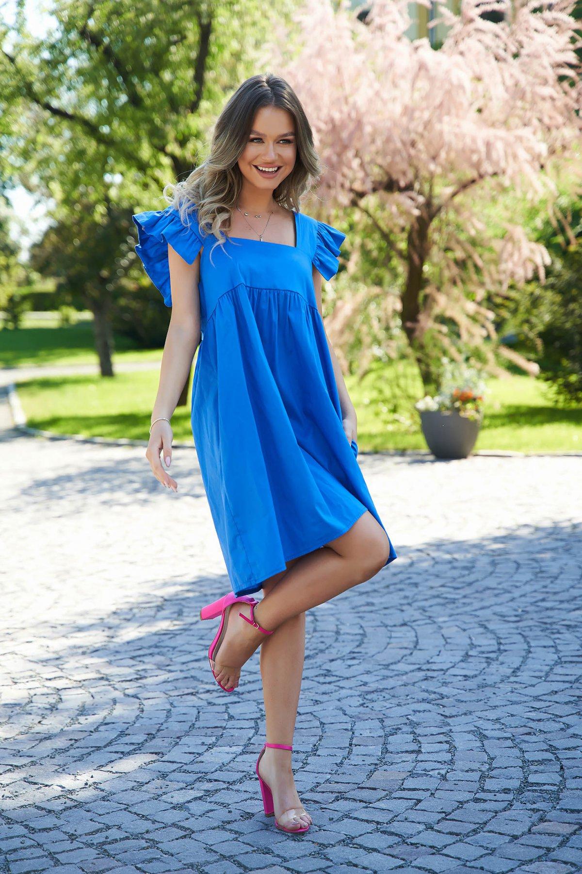 Rochie SunShine albastra din poplin cu croi larg cu volanase cu decolteu adanc patrat - medelin.ro
