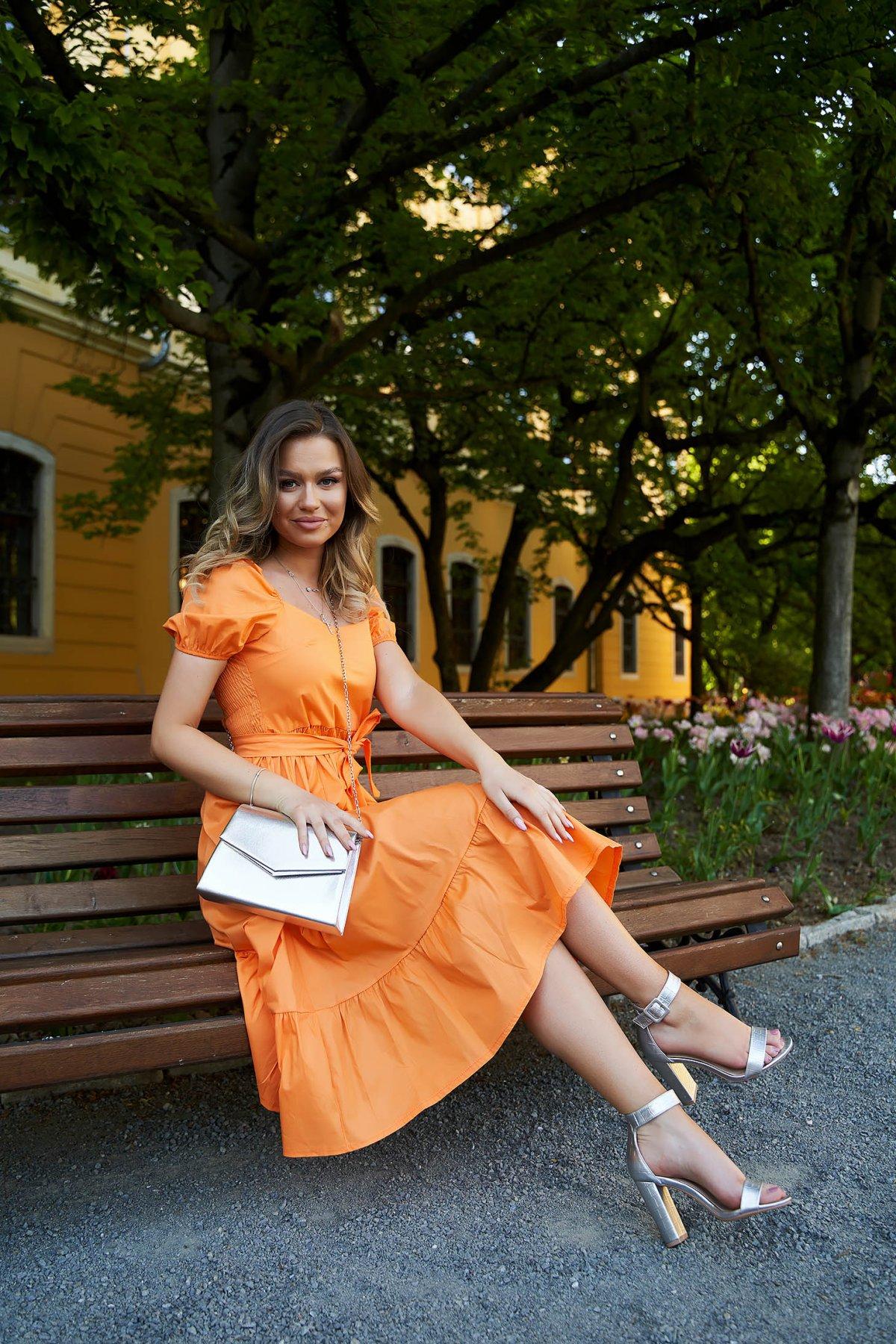 Rochie SunShine portocalie midi in clos accesorizata cu cordon cu maneci bufante - medelin.ro