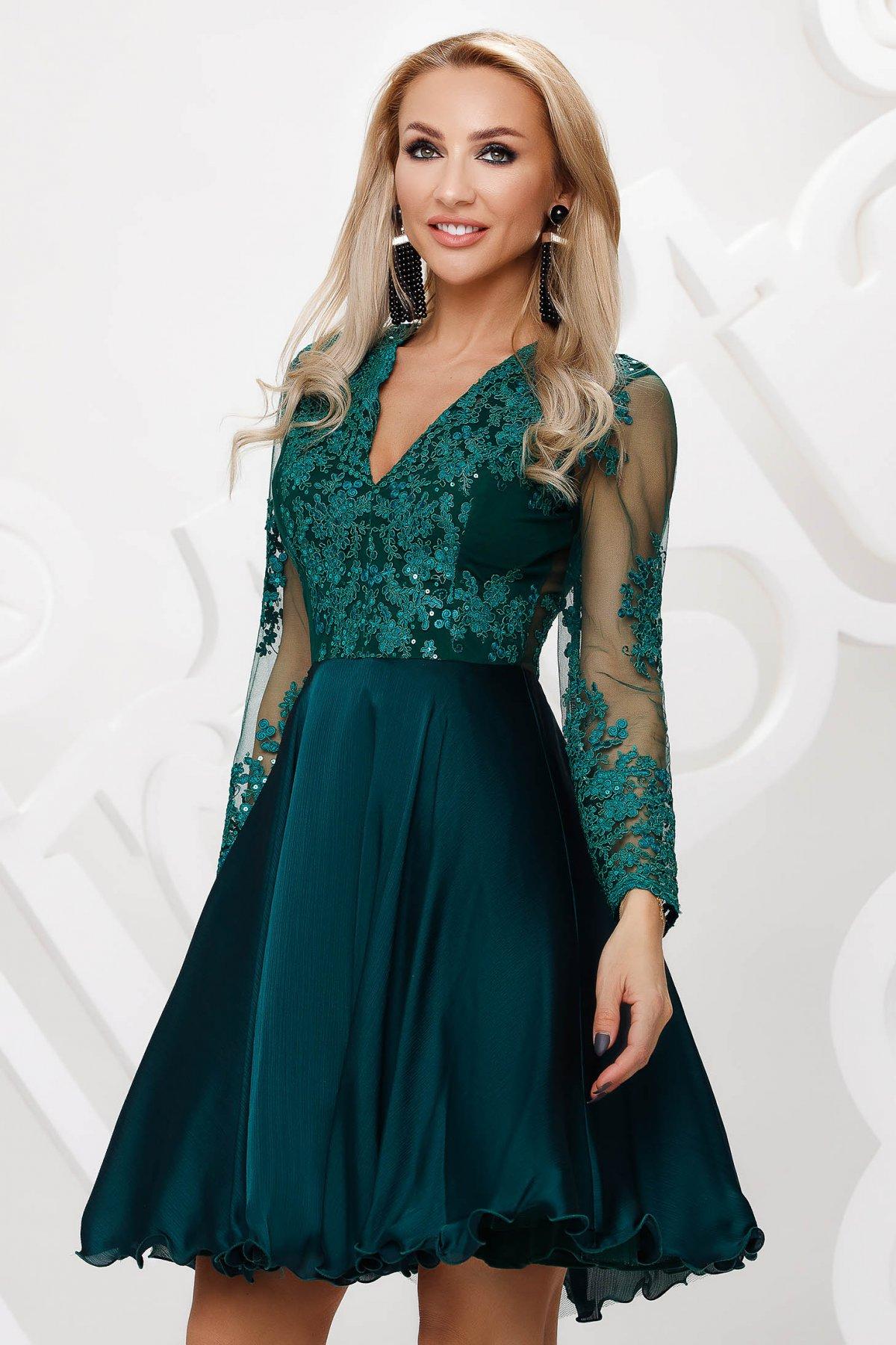 Rochie verde-inchis din tul de ocazie in clos aplicatii cu dantela si paiete