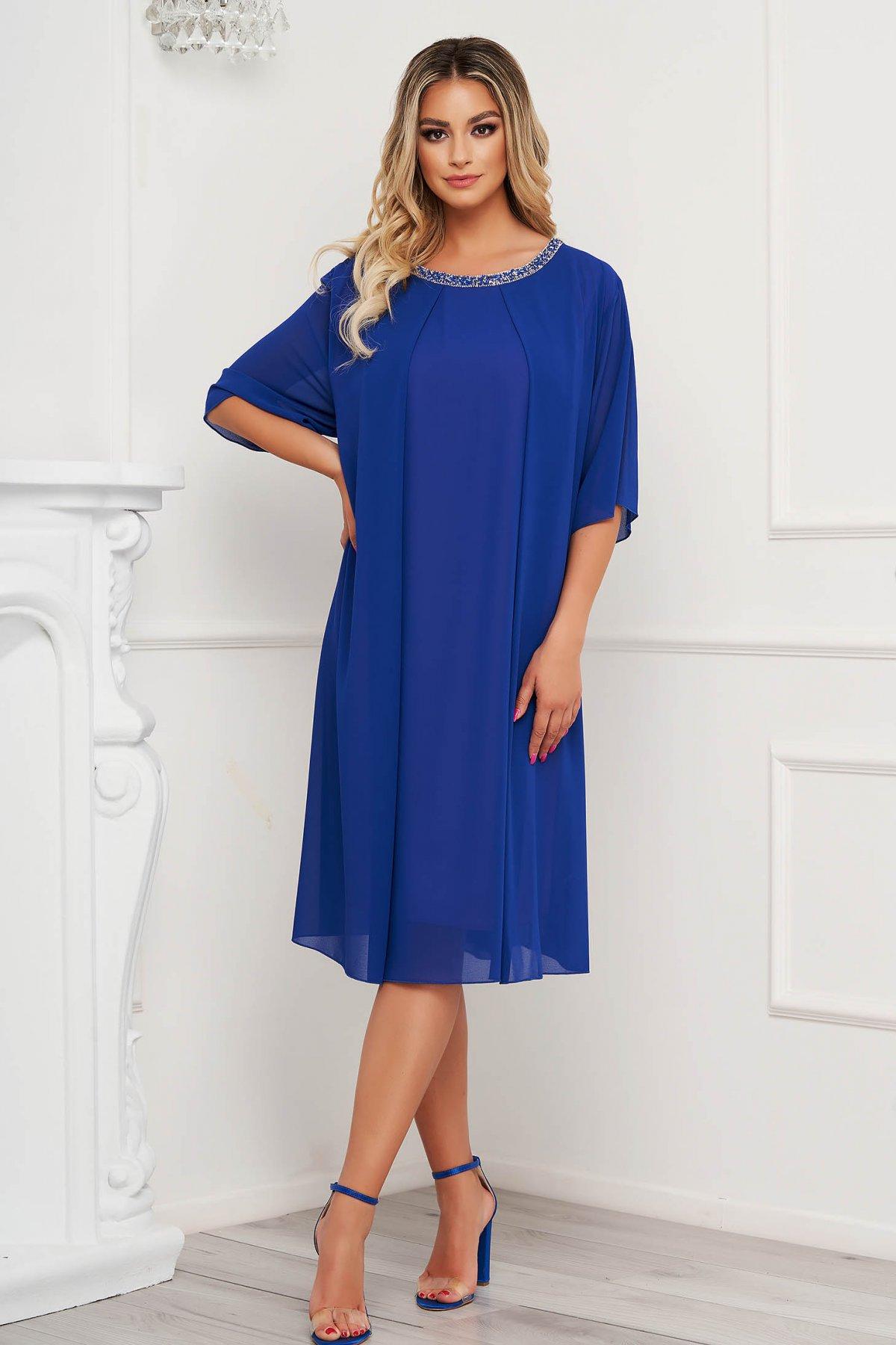 Rochie albastra midi cu croi larg din voal cu aplicatii cu pietre strass la decolteu - medelin.ro