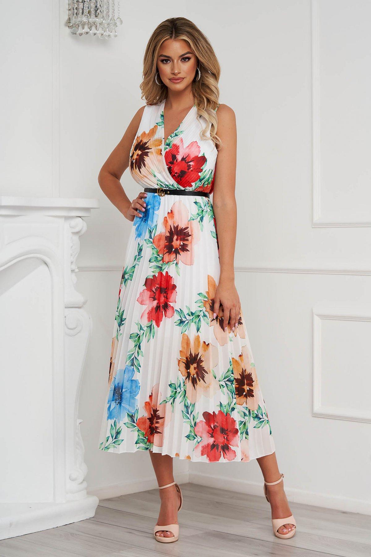 Rochie alba cu imprimeu floral plisata in clos cu accesoriu tip curea din material vaporos - medelin.ro