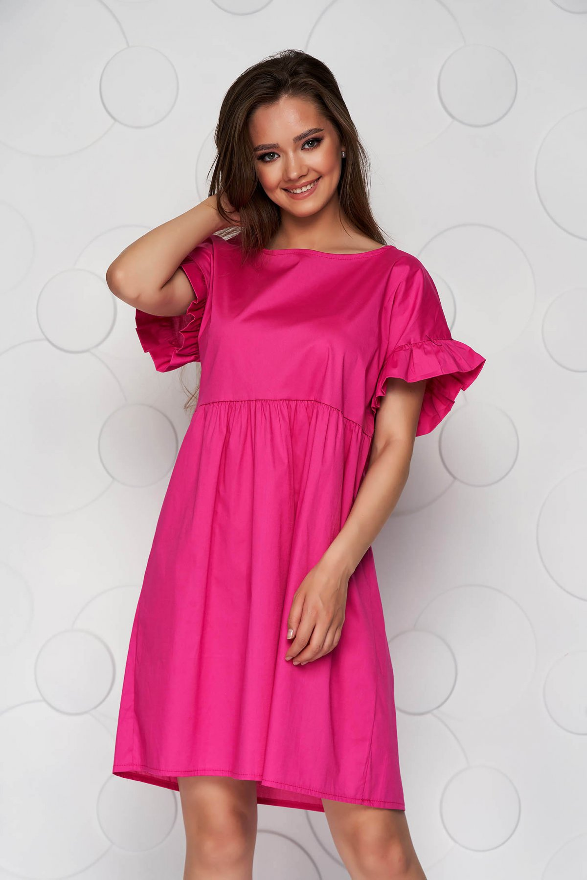 Rochie roz din poplin cu croi larg cu volanase - medelin.ro
