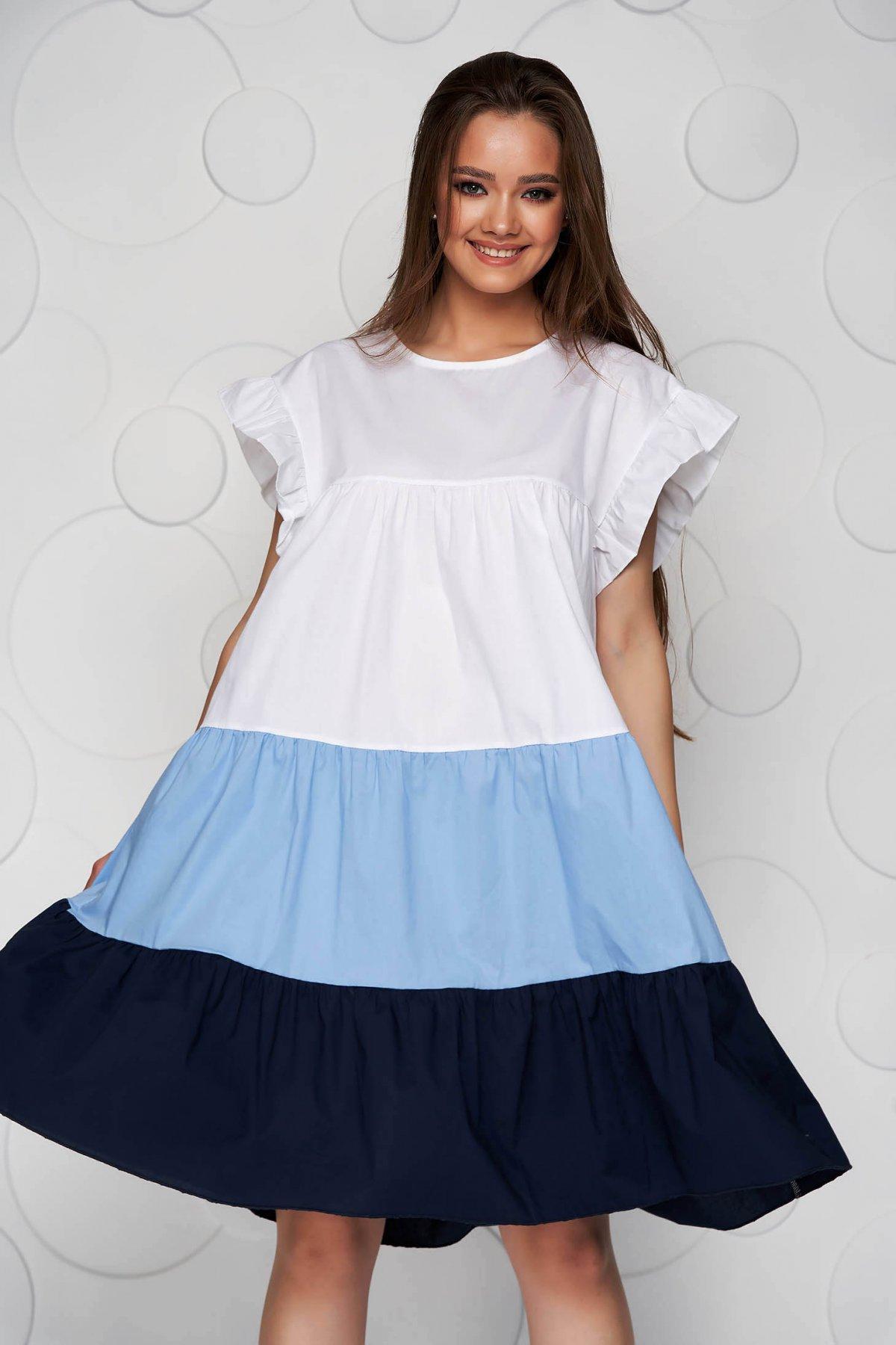 Rochie alba cu albastru-inchis din material vaporos si subtire cu croi larg midi cu volanase - medelin.ro