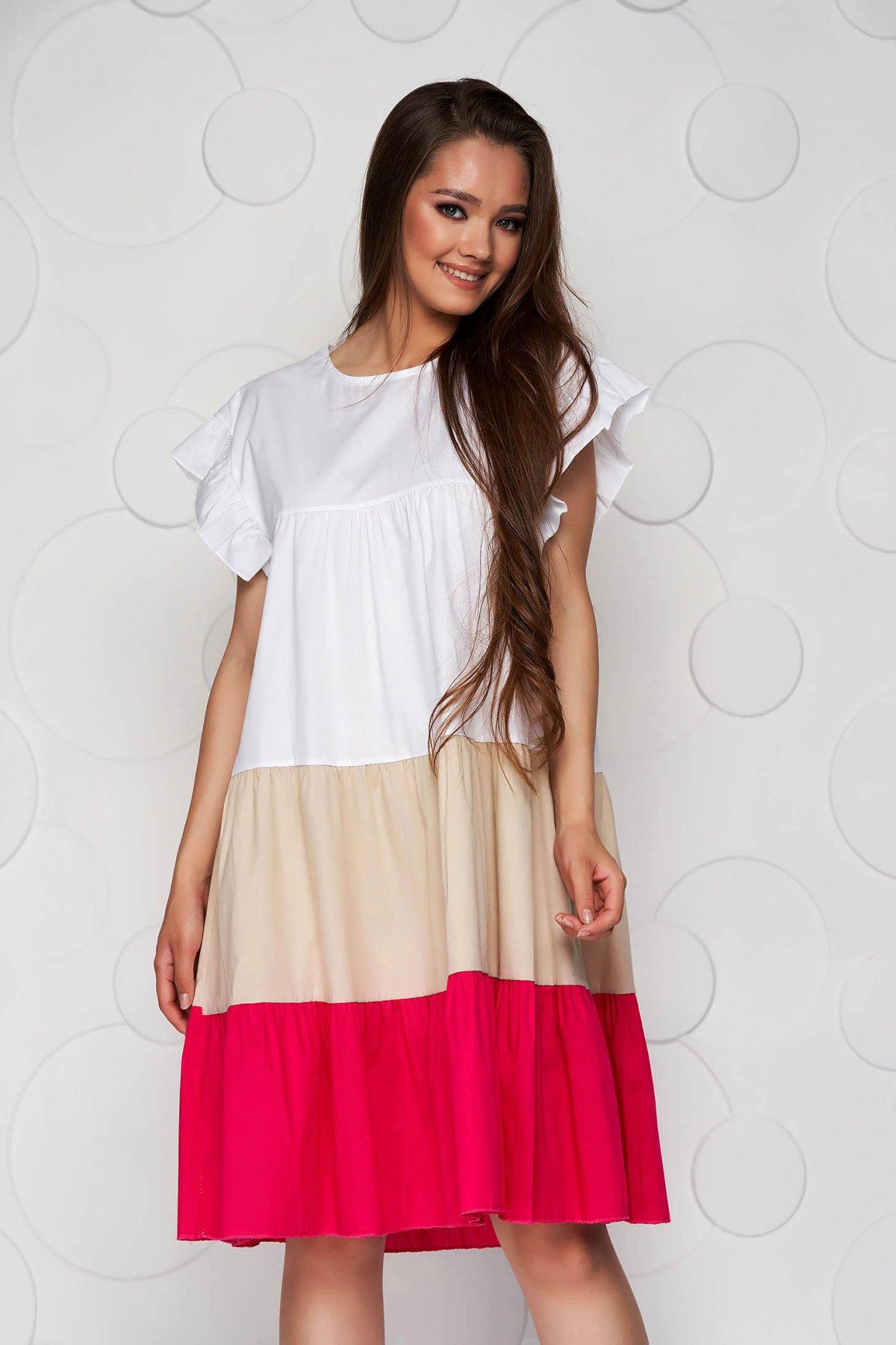 Rochie alba cu roz din material vaporos si subtire cu croi larg midi cu volanase - medelin.ro