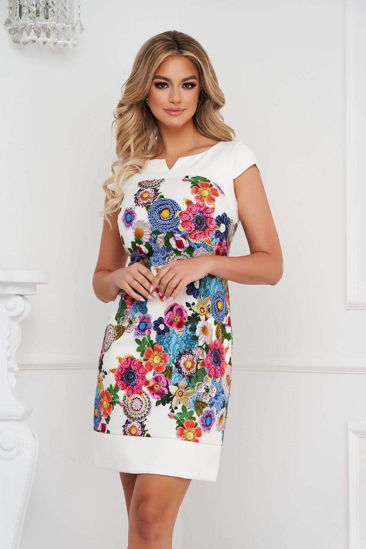 Rochie scurta cu croi in a material subtire cu maneci scurte si imprimeu floral - medelin.ro