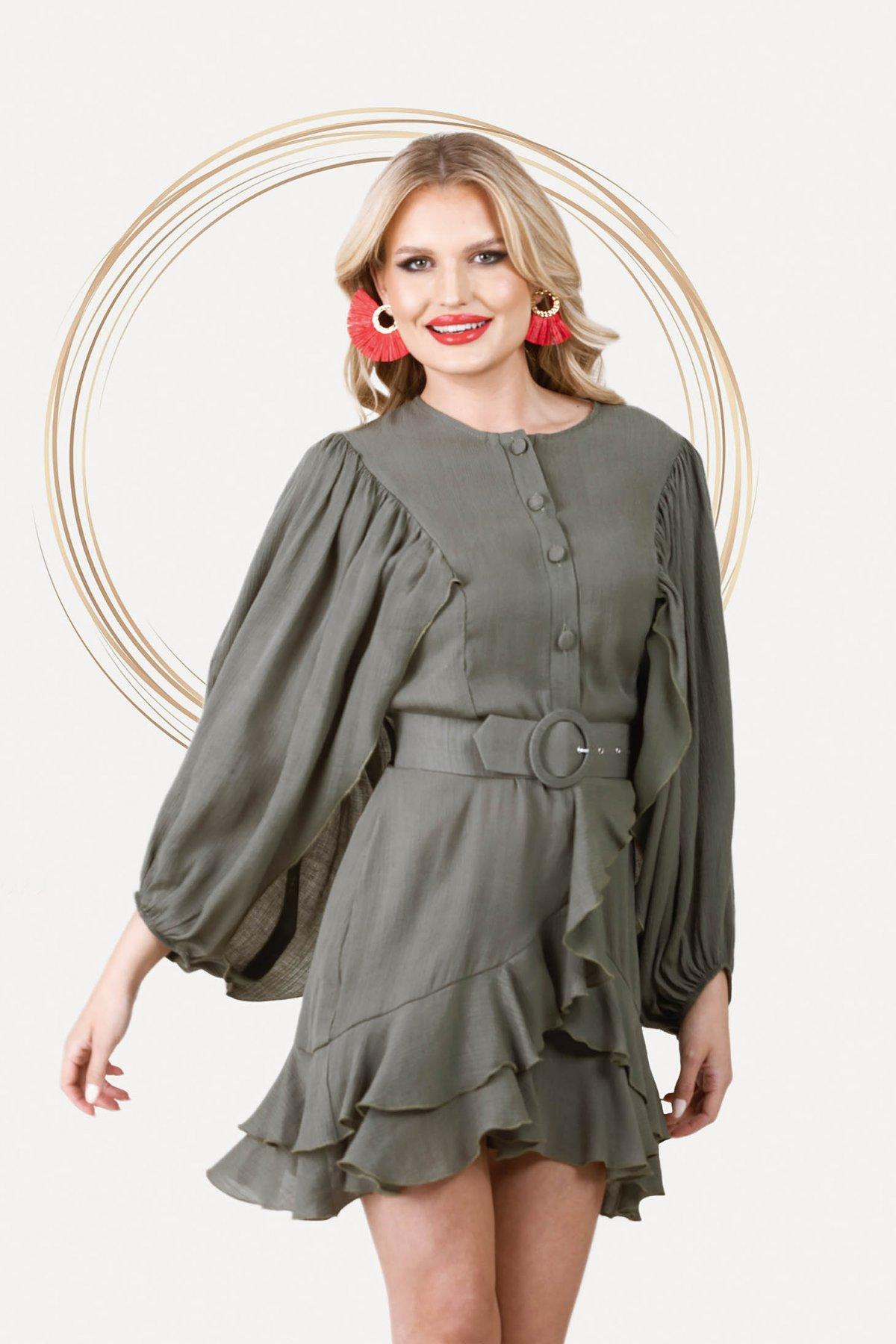 Rochie PrettyGirl khaki eleganta scurta in clos din material vaporos cu maneci ample - medelin.ro