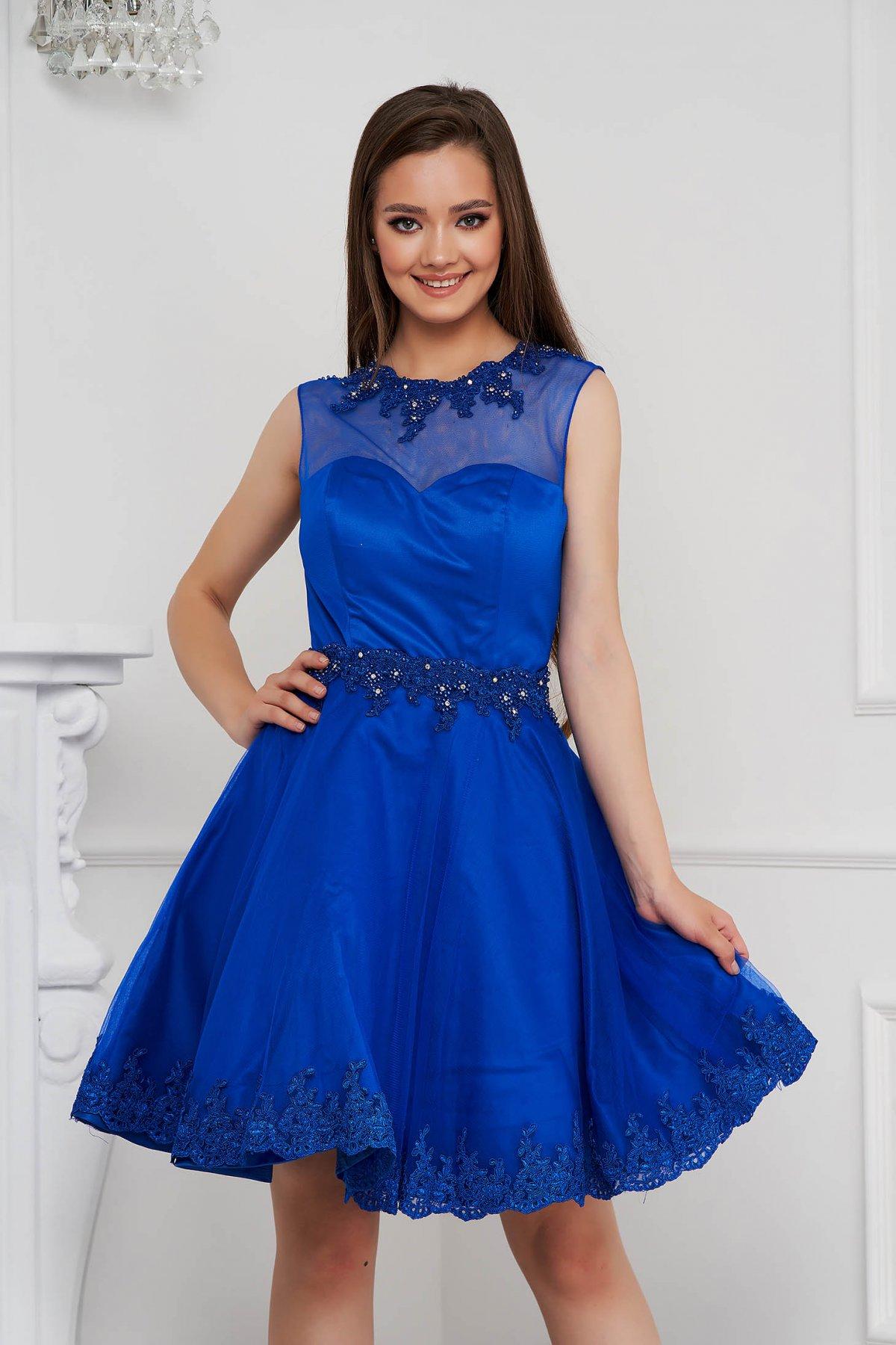 Rochie Lady Pandora albastra scurta in clos din tul cu aplicatii cu perle si pietre stras - medelin.ro