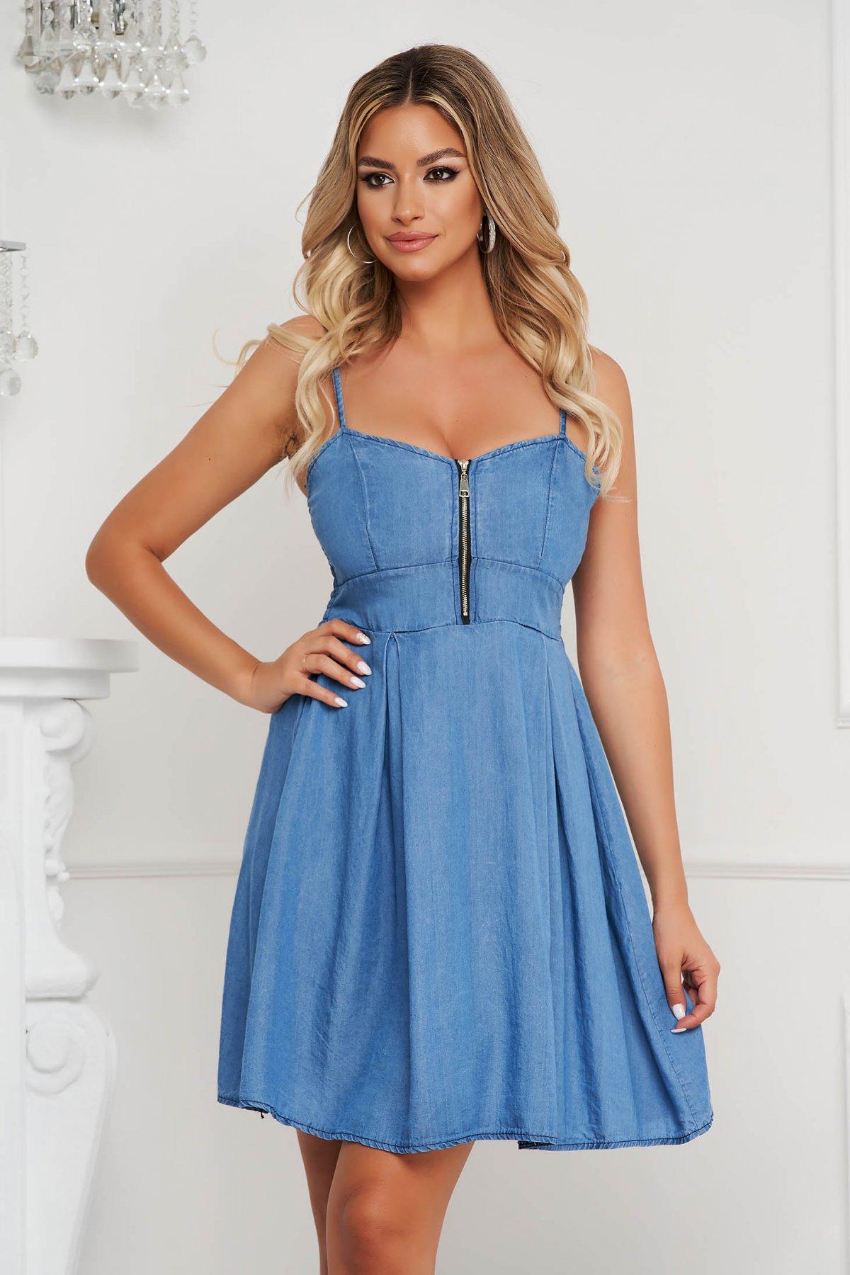 Rochie SunShine albastra scurta in clos din material subtire de blugi cu bretele