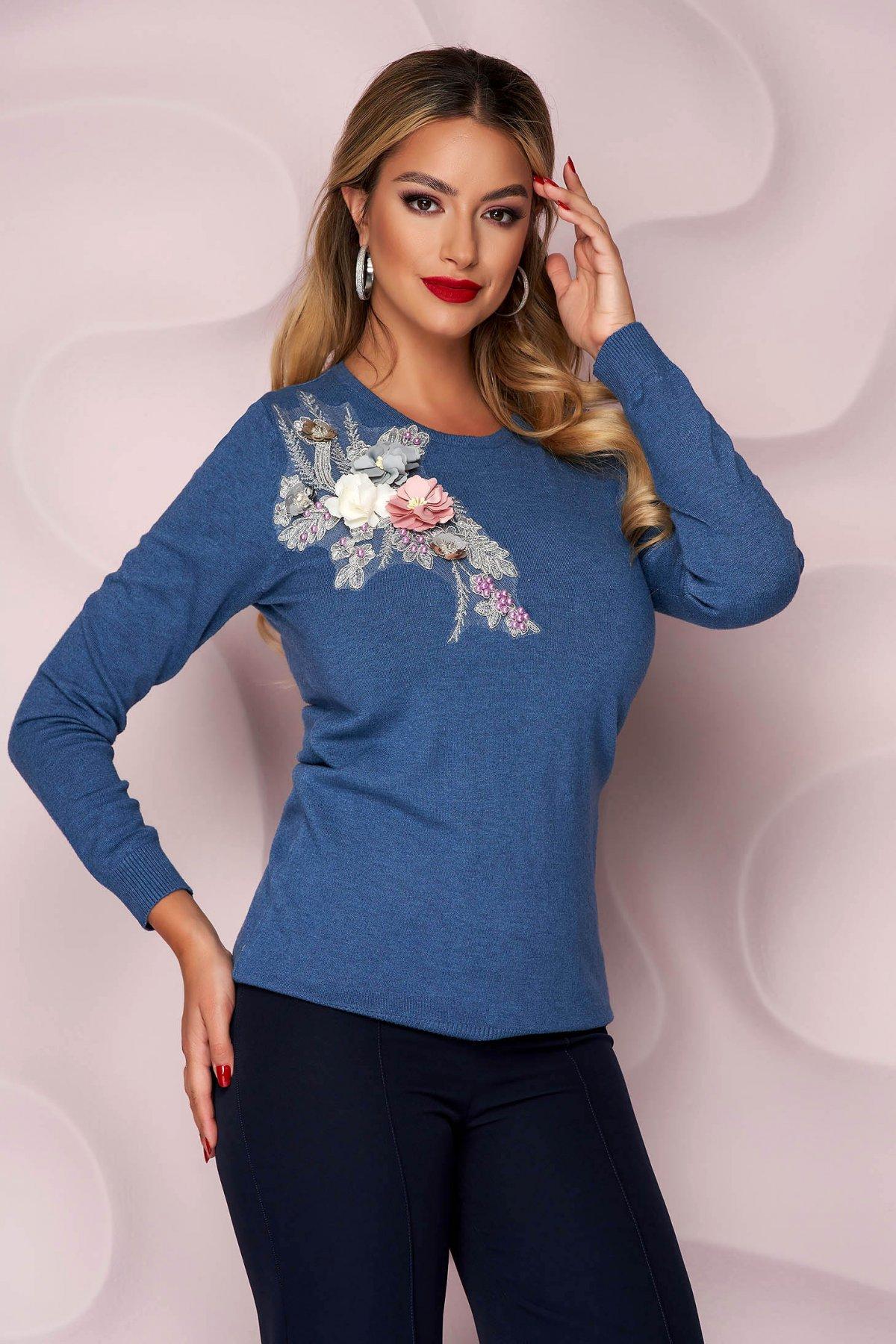 Bluza dama Lady Pandora albastra tricotata cu croi lejer si flori in relief cu efect 3d