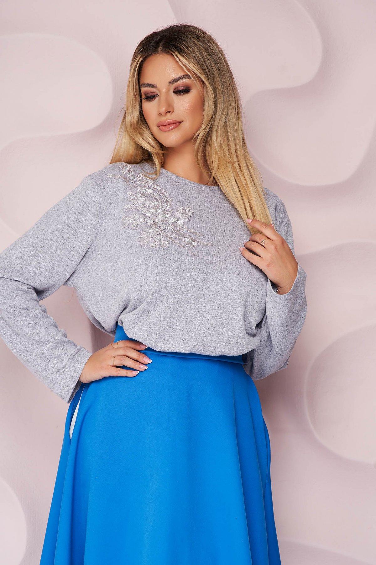 Bluza dama Lady Pandora lila office cu croi larg din material tricotat elastic si subtire si broderie florala