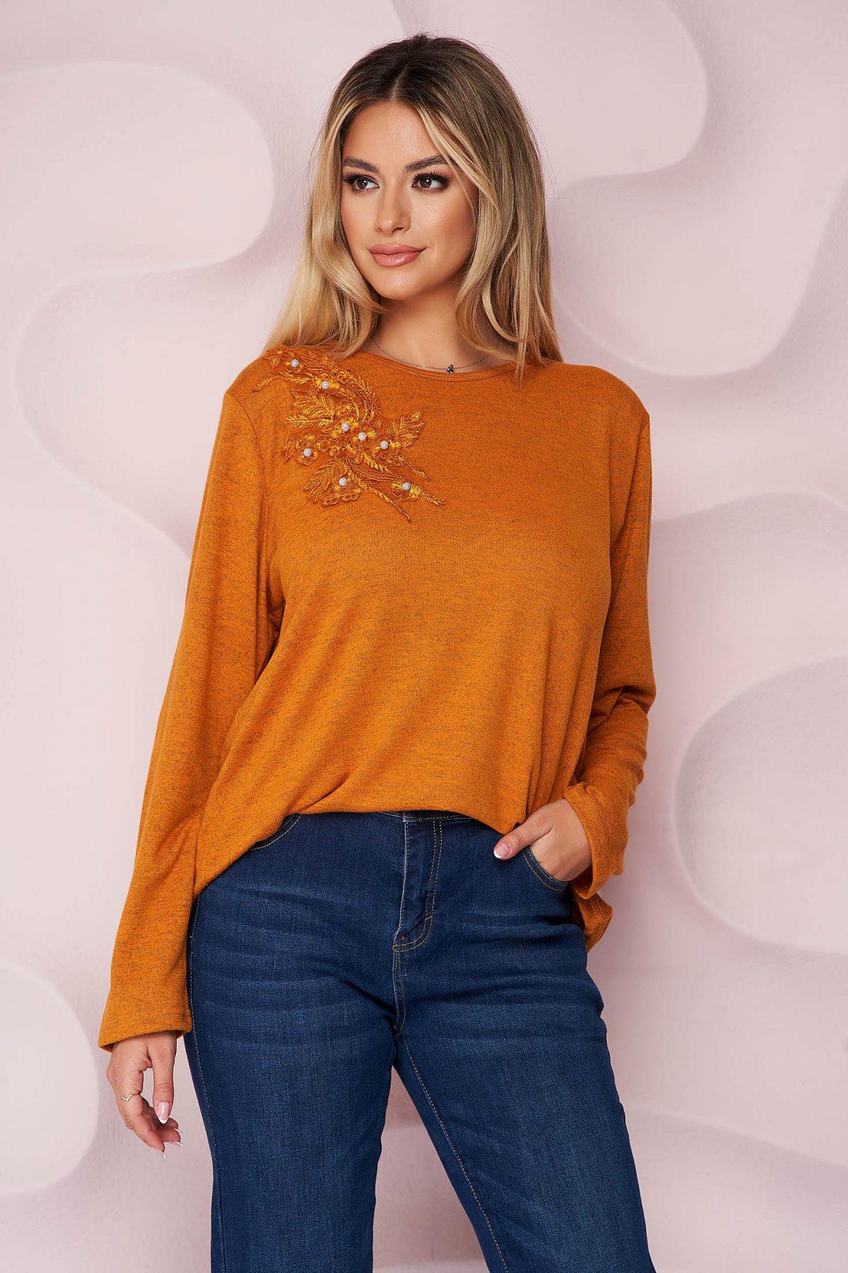 Bluza dama Lady Pandora portocalie office cu croi larg din material tricotat elastic si subtire si broderie florala