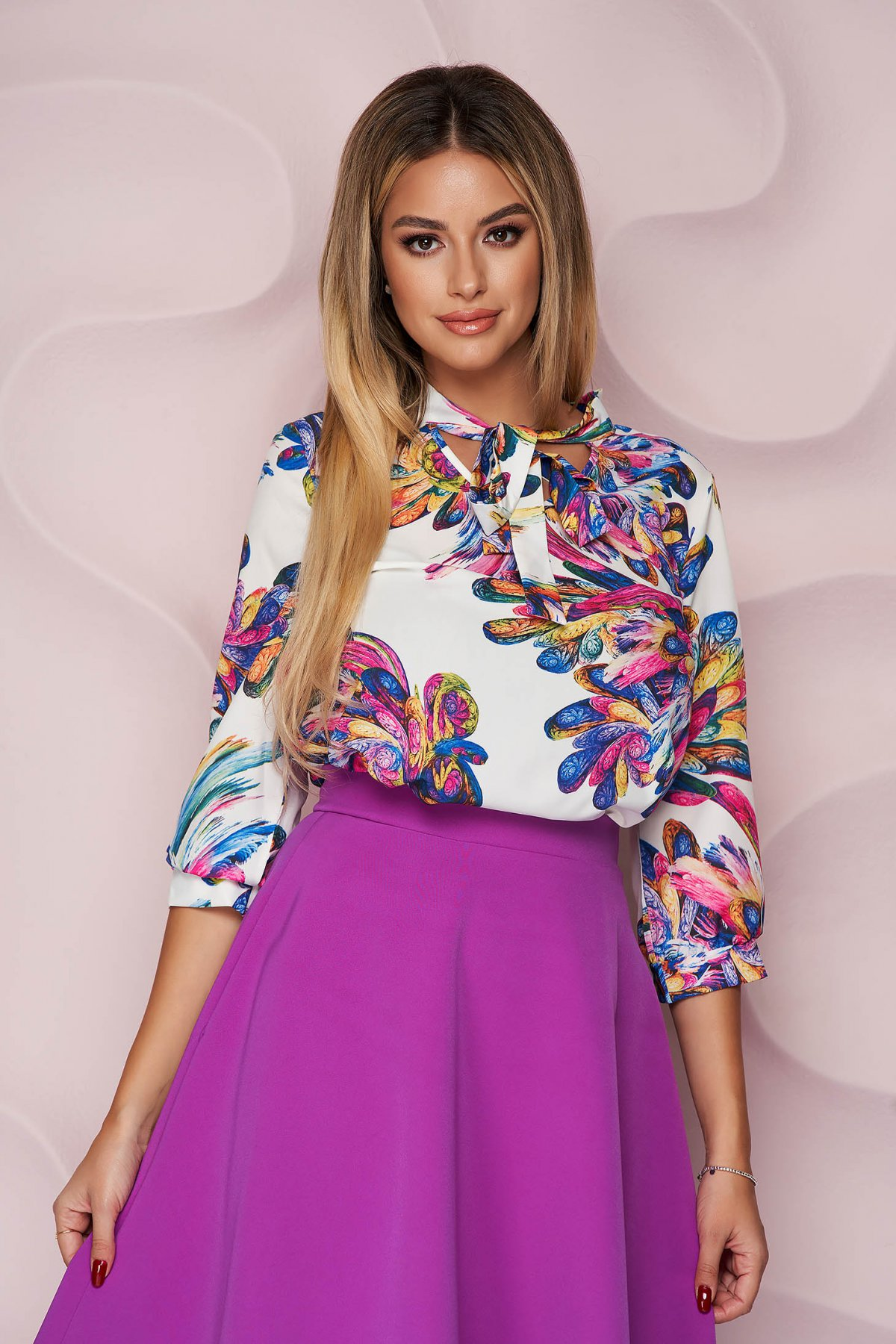 Bluza dama StarShinerS office cu croi larg asimetrica din material subtire si neelastic si imprimeu floral unic
