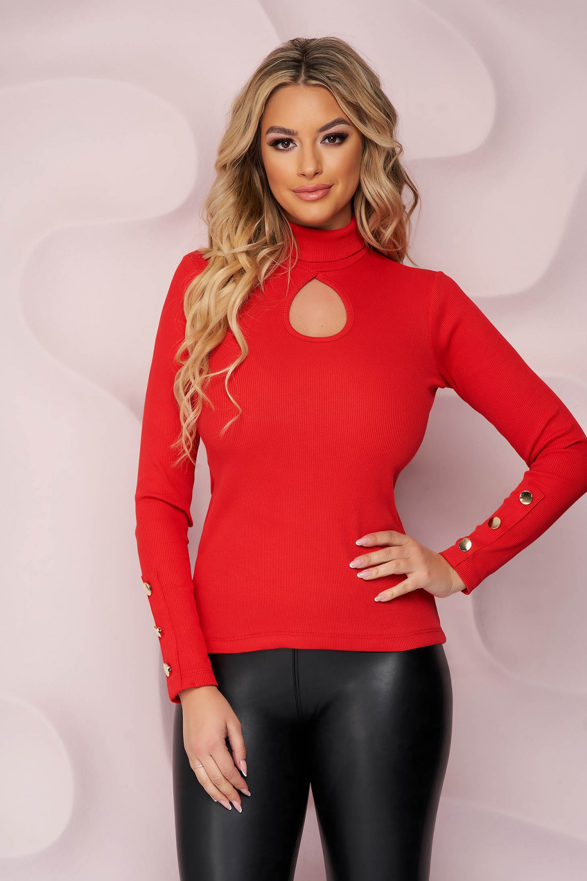 Bluza dama SunShine rosie cu un croi mulat din bumbac elastic cu maneca lunga accesorizata cu nasturi aurii