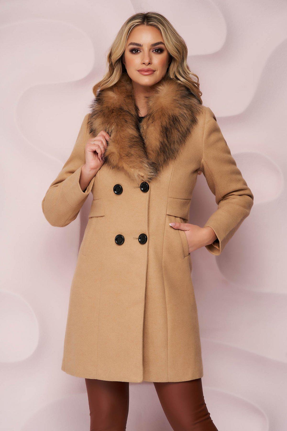 Palton SunShine crem elegant cu un croi cambrat din material gros cu insertii de blana ecologica detasabile la guler