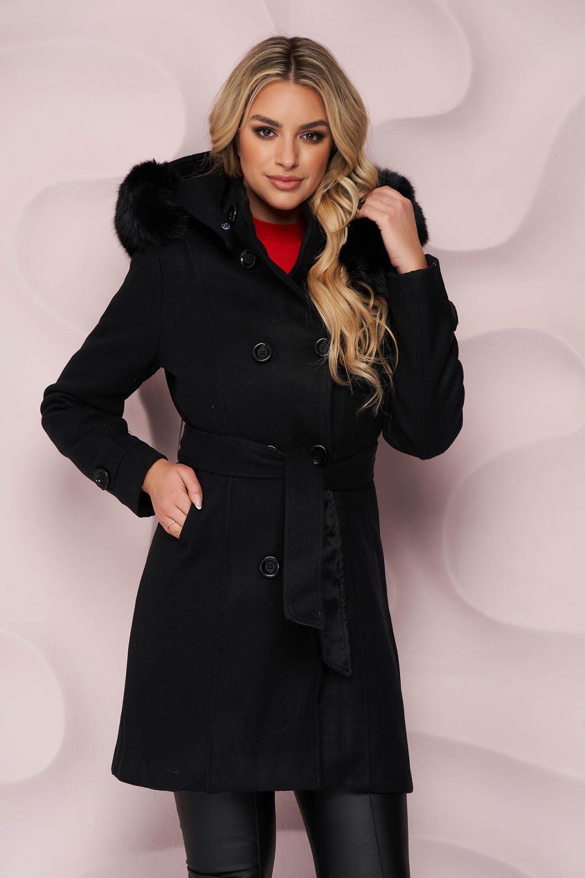 Palton SunShine negru elegant cu un croi cambrat din material gros cu insertii de blana ecologica detasabile si cordon detasabil